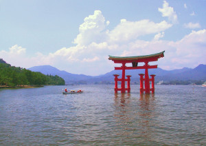 Itsukushima torii distance 300x212